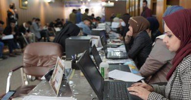 اقبال الطلبة المقبولين على قسم التسجيل لتثبيت قبولهم في كلية الصفوة الجامعة